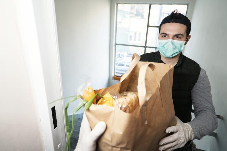 После покупки все продукты следует обрабатывать антисептиком