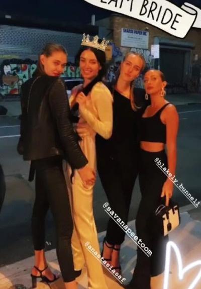Сафонова собрала на празднике лучших подруг