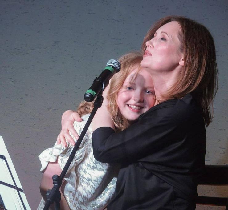Софья уже вовсю выступает с мамой на сцене