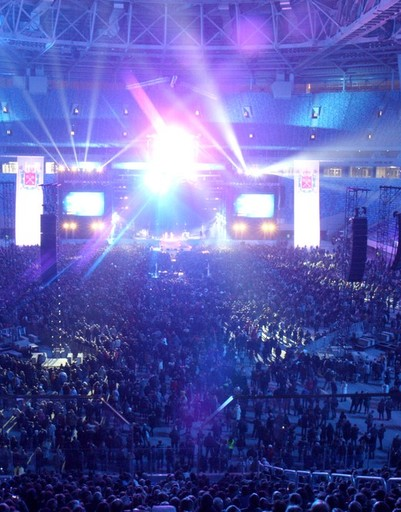 Более 30 тысяч пришло в этот вечер посмотреть на новую арену