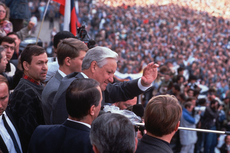 После «августовского путча» Борис Ельцин возглавил правительство и был избран президентом всенародно