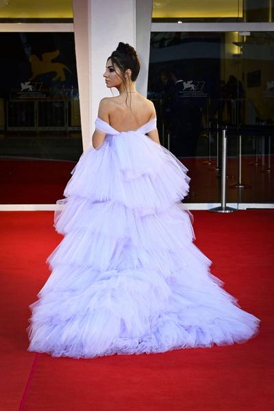 Дорвались до красных дорожек: самые роскошные наряды звезд с Венецианского кинофестиваля