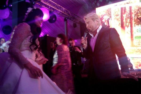 Николай Басков приехал лично поздравить пару