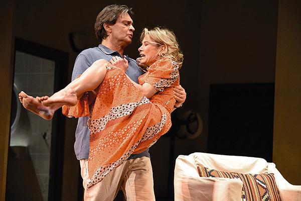 В спектакле Кончаловского актер и Юлия Высоцкая играют пару на грани развода