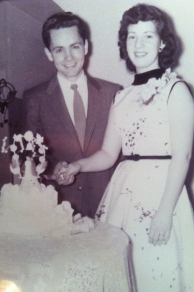 В 20 Чарльз женился на официантке Розали Уиллис