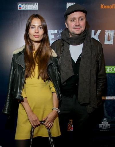 Артем Михалков с подругой