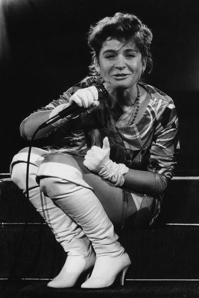 Впервые Алиса засияла в передаче «Утренняя почта» в 1987 году. Начало сделала с песней «Обещаю».