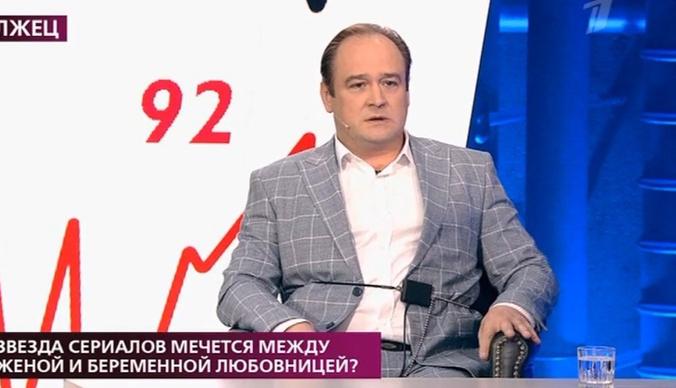 Беременная любовница Ивана Рыжикова требует от него 1,5 миллиона рублей
