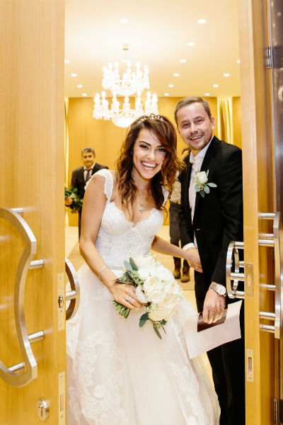 Молодожены дважды отпразднуют регистрацию брака
