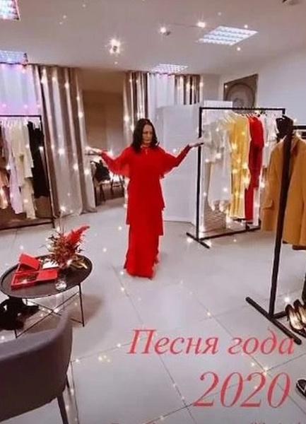 София Михайловна в красном платье