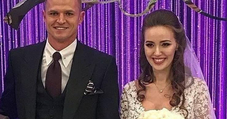 Дмитрий Тарасов и Анастасия Костенко устроили пышную свадьбу