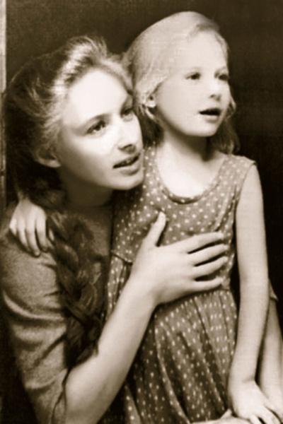 «Если бы сложилось в личной жизни, не стала бы актрисой». Два развода и победа над раком Ларисы Малеванной