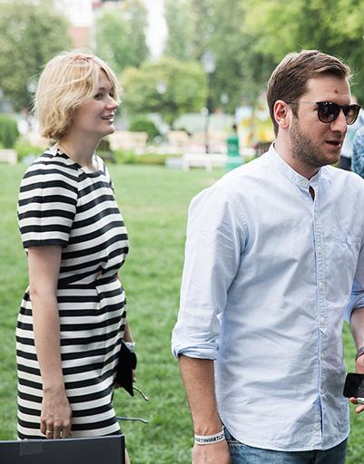 «А вот еще счастливая пара подтянулась», - откликнулась на появление Нади и Резо Собчак