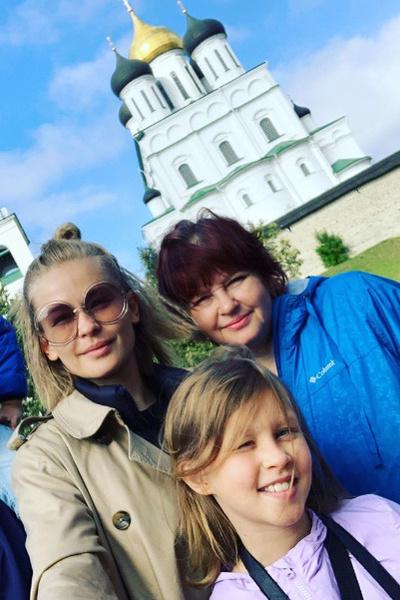 По мере возможности Юлия навещает маму в родном Пскове