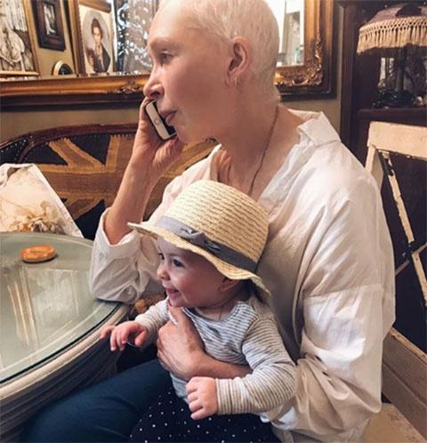 Татьяна Васильева с внучкой Миррой