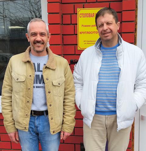 Предпринимателям Сергею Капустину (слева) и Алексею Серебрякову до сих пор удается держаться и не поднимать цены на блюда