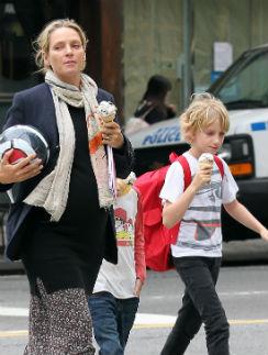 У Умы Турман уже есть двое детей: сын Левон (на фото) и дочь Майя