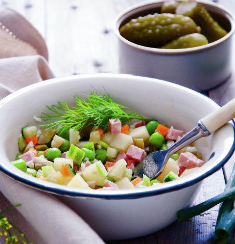 Пpиготовить 1,4 кг салата оливье в этом году обойдется в 312 рублей
