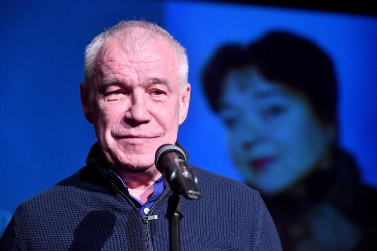 Актер Сергей Гармаш во время церемонии прощания с актрисой Ниной Дорошиной в театре «Современник»