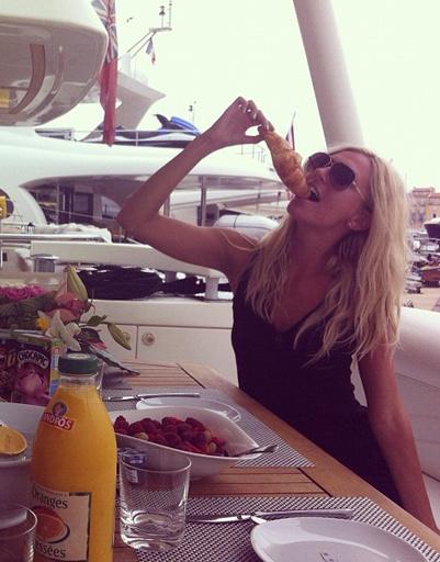 Все звезды знают: на отдыхе можно на время забыть о диетах!