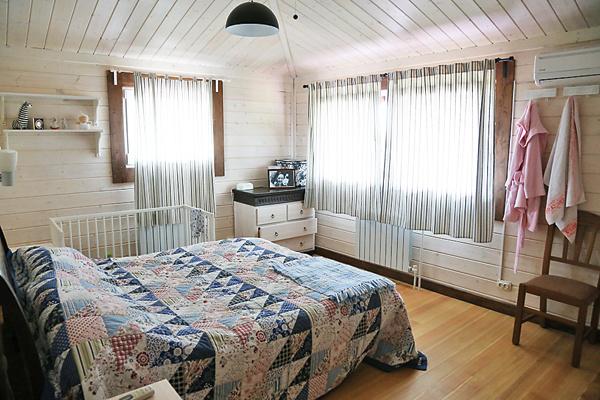 Спальня внука Ивана, его жены Насти и их сына Георгия находится на втором этаже