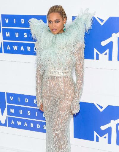 Бейонсе исполнила соблазнительный тверк во время выступления на премии MTV Video Music Awards