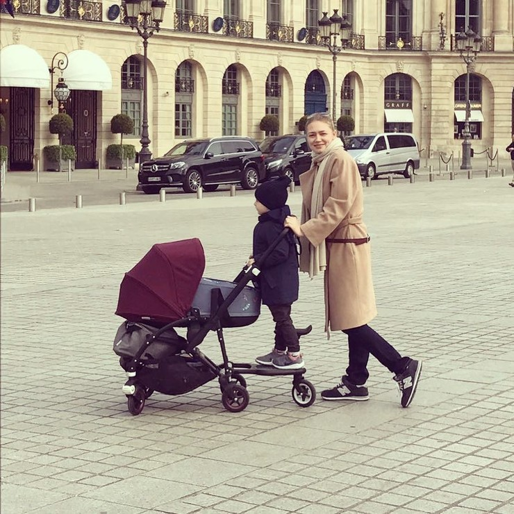 Акиньшина с сыном и дочкой
