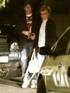 Бритни Спирс и Дэвид после праздничного ужина 14 февраля