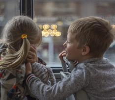 Двоих голых детей-маугли нашли среди гор мусора в Ульяновске