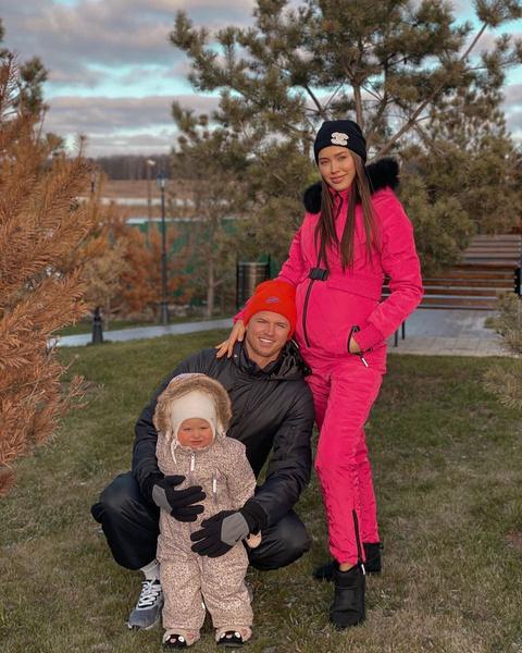 Анастасия Костенко и Дмитрий Тарасов с дочкой