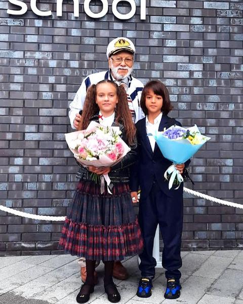Дети Филиппа Киркорова пошли на 1 сентября в сопровождении деда