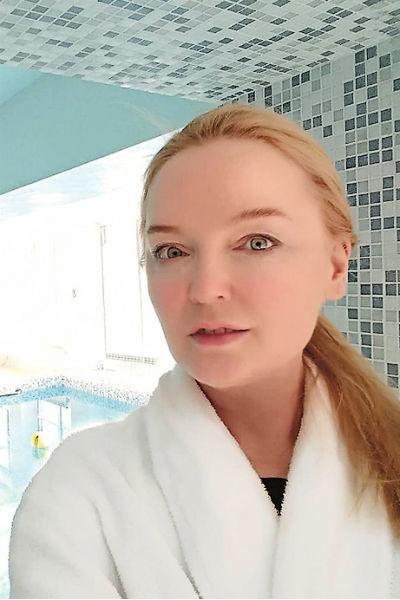 Лариса Вербицкая уверяет, что для сохранения молодости ограничивается спа и услугами косметологов, а не хирургов