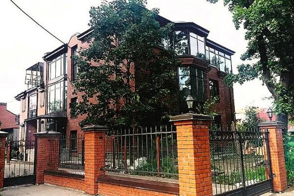 Дом в Питере, где жили Аршавины, записан на маму Андрея