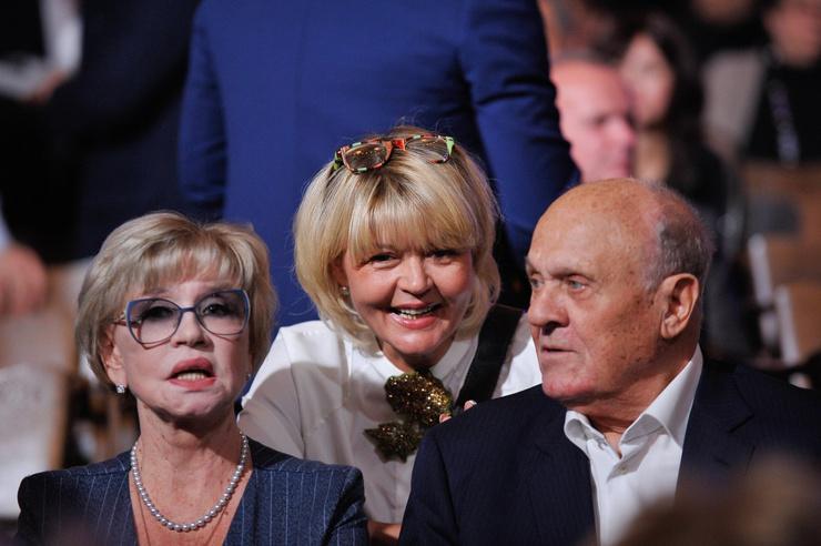 Родители скептически относились ко всему, чем занималась дочь, однако Юлии Меньшовой удалось доказать свою состоятельность в качестве телеведущей