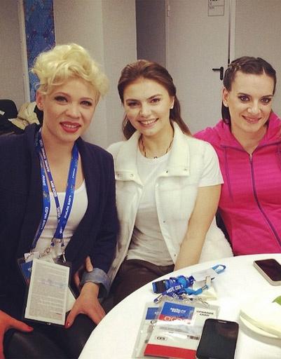 Тина Кузнецова, Алина Кабаева и Елена Исинбаева за кулисами церемонии открытия