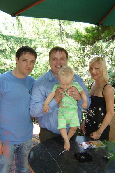 Юрий Шатунов, его жена Светлана и Андрей Разин с крестником