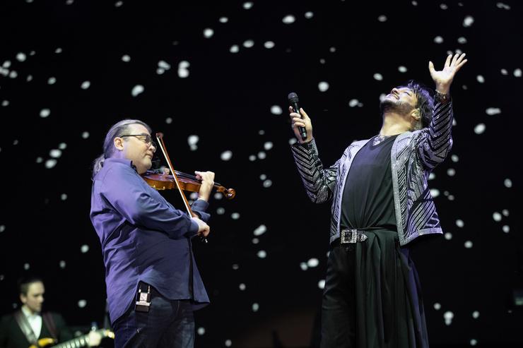 На песне «Снег» на сцену поднялся основатель фестиваля Евгений Морозов