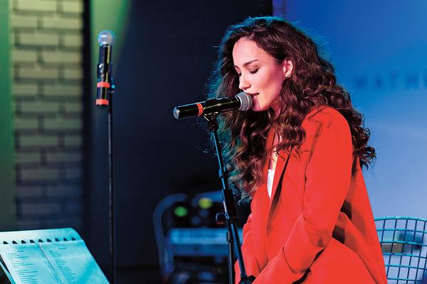 Дайнеко выступает на сцене уже больше 20 лет