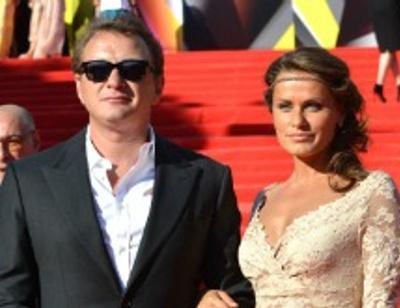 Бывшая девушка Марата Башарова рассказала о его «шведской семье»
