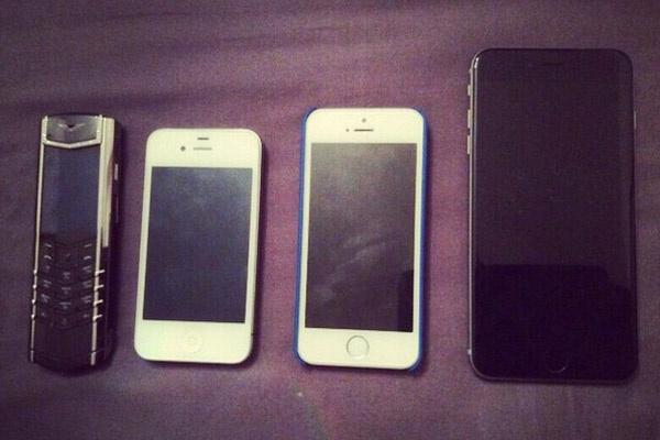 Эволюция модных телефонов Тины Канделаки