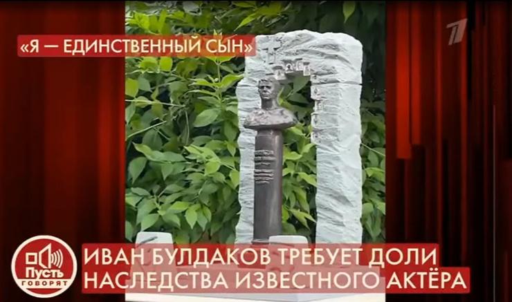 Демин представил несколько вариантов мемориальных сооружений