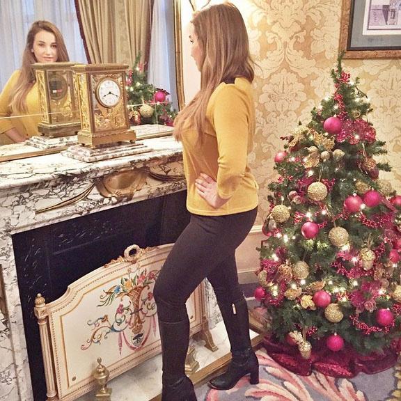«Свет мой, зеркальце, скажи, да всю правду доложи! Я ли на год стала старше, веселей, мудрей и краше?» – подписала Анфиса фото, сделанное в одном из отелей Мадрида.
