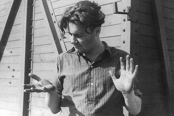 В 50-х Рязанов носил модную по тем временам удлиненную стрижку