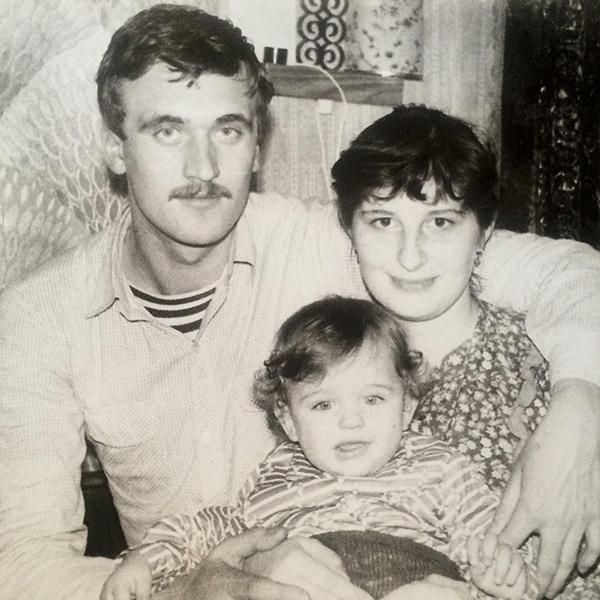 Родители артиста – Сергей Васильевич и Людмила Викторовна – полностью обеспечивают сына