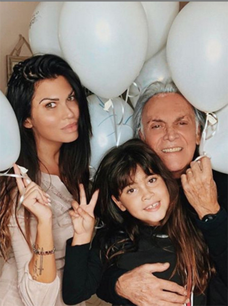 Потери детей, борьба с раком и жизнь на две семьи – что произошло со звездами «Сан-Ремо» за эти годы