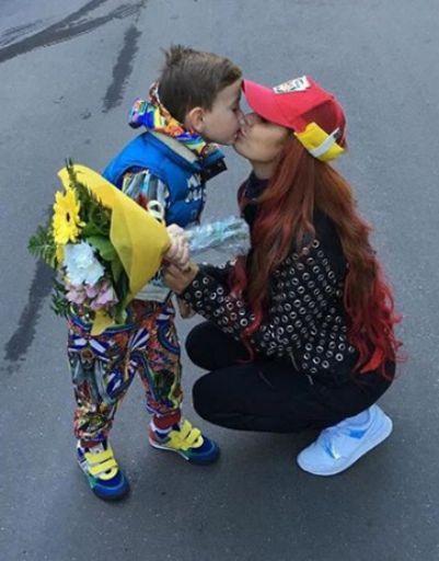 Николь Кузнецова проводила сына в детский сад