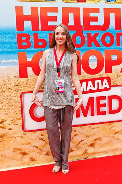 На Неделе Высокого Юмора Comedy Club в Юрмале Галина уже носила свободные наряды