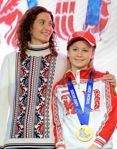 Юная звездочка Юлия Липницкая с тренером