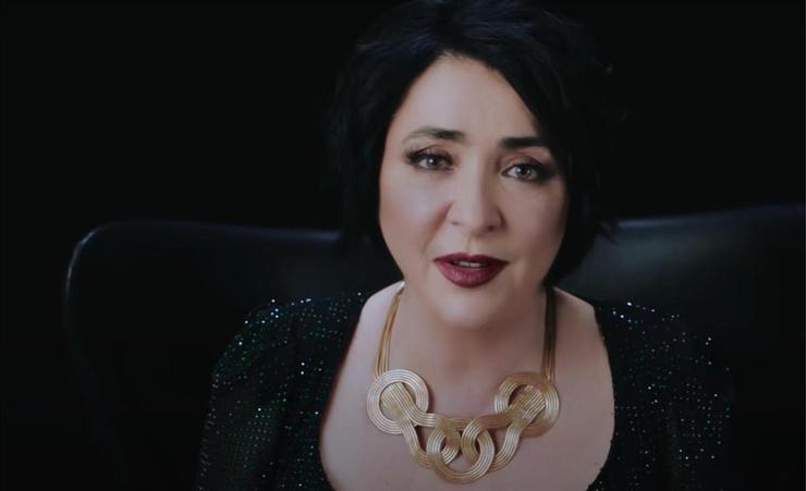 Лолита Милявская провела кампанию по спасению женщин от домашней рутины