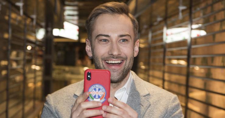 Дмитрий Шепелев подарил сыну первый телефон